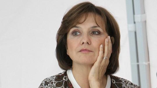 Veronika Freimanová předvedla krásný snubní prsten.