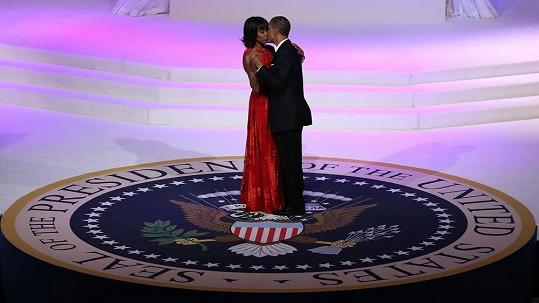 Barack Obama během romantického tance s chotí Michelle.