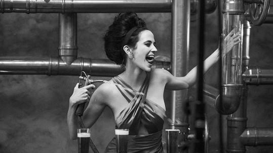 Eva Green propůjčí své sexy křivky známému kalendáři.