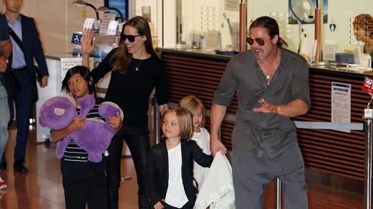 Angelina a Brad by svým dětem snesli modré z nebe.