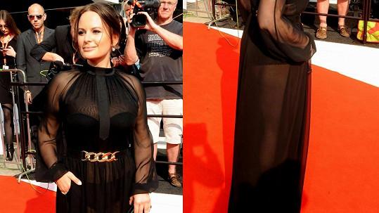 Jitka Čvančarová ukázala spodní prádlo i pořádná stehna.