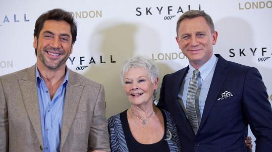 Cenu BAFTA za Skyfall mohou získat Javier Bardem nebo Judi Dench.