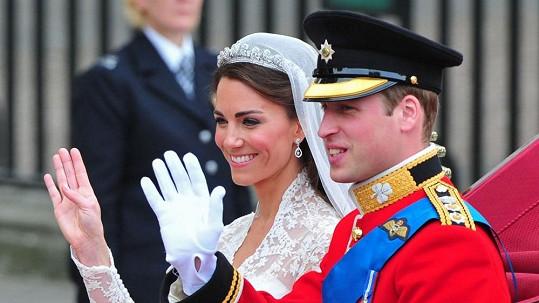Kate a William jsou ode dneška rodiči. Británie slaví.