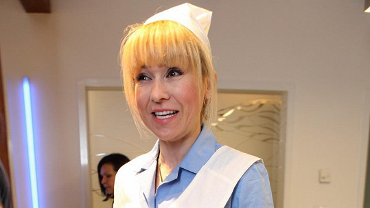 Katka Herčíková se oblékla o stejnokroje zdravotní sestry