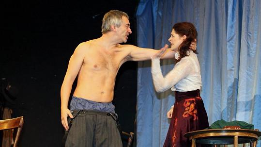 Petr Vacek a Klára Issová na začátku drsné scény