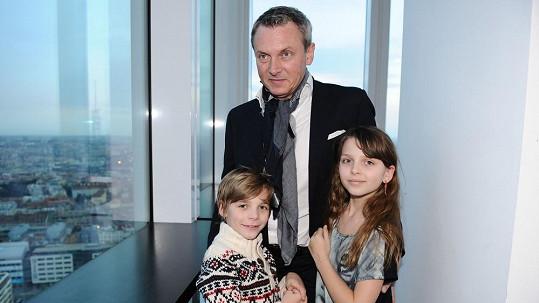 Vratislav Janda se svými dětmi.