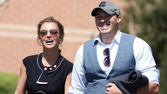 Britney Spears se svým novým partnerem Davidem Lucadem.
