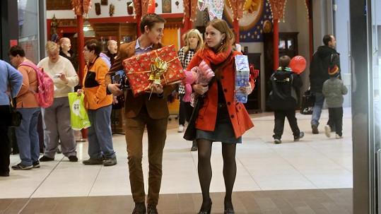 Vincent byl nakupovat dárky s kolegyní Marií Doležalovou.