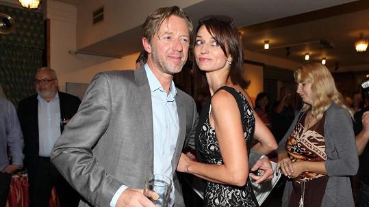 Adéla a Jiří spolu tvoří stabilní pár.