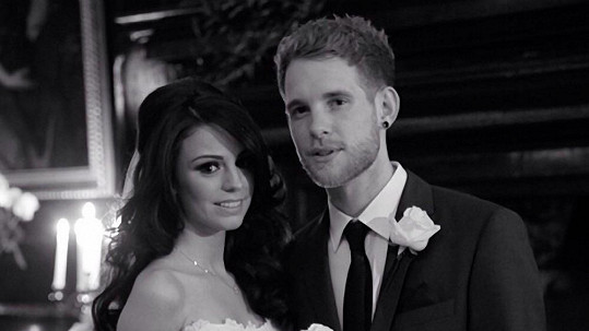 Svatební fotografií se Cher Lloyd chlubila na internetu.