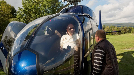 Michal David ve vrtulníku
