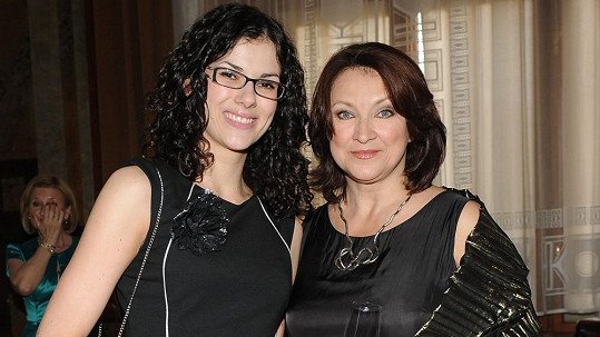 Zlata Adamovská s dcerou Bárou.