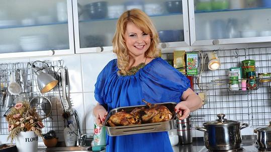 Iveta Bartošová v kuchyni obstála na jedničku.