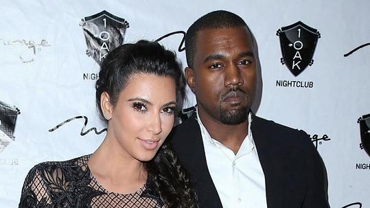 Kanye West požádal o ruku Kim v den jejích narozenin.