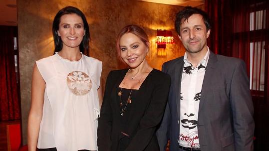 Ornella Muti s Michaelou Maláčovou a Tomášem Krejčířem.