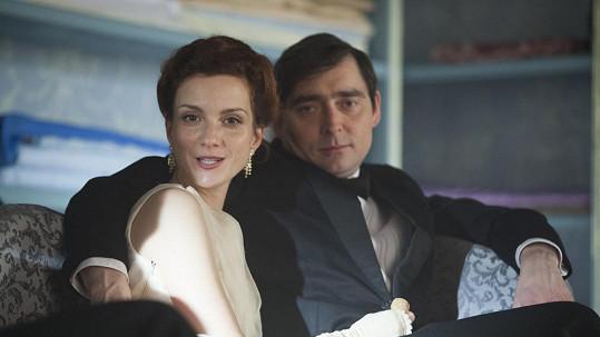 Míša Maurerová září v První republice, ani seriál ji ale finančně nezajistí.