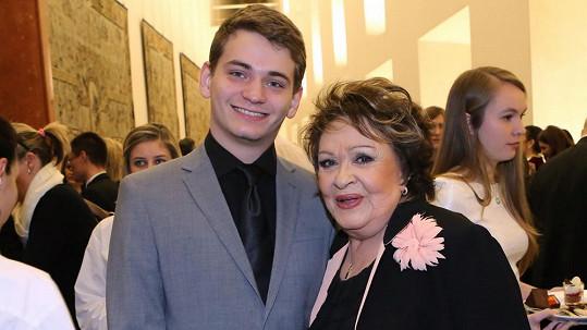 Jiřina Bohdalová s vnukem Vojtou