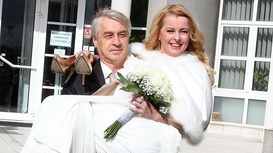 Rychtář dostal od Ivety pár vteřin před svatebním obřadem pořádnou čočku.