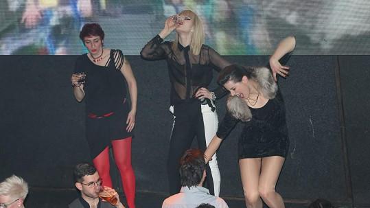 Iva Pazderková si užila pořádně divoký večírek.