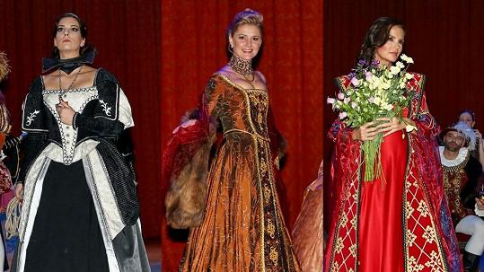 Krásky se převlékly do nádherných historických kostýmů.