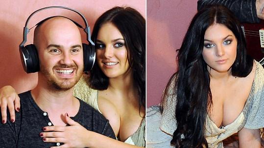 Ewa Farna a její vnady s rozzářeným Igorem Timkem. Docela ho chápeme.
