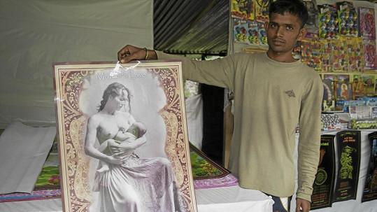 Fotografie Sáry Saudkové se prodává na trhu na Srí Lance.