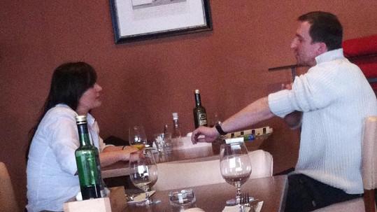 Jitka Čvančarová obědvá se svým bývalým přítelem Martinem Hofmannem.