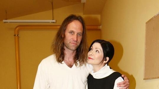 Anna K. pózuje se svým idolem z mládí Garym Stringerem.
