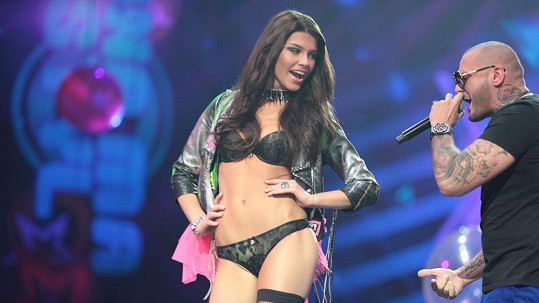 Rytmusovi padla do oka Miss Slovensko 2013 Karolína Chomisteková.
