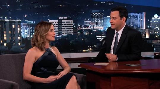 Emily Blunt povyprávěla o netradiční narozeninové oslavě s Tomem Cruisem Jimmymu Kimmelovi.