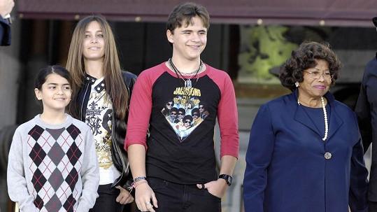 Katherine Jackson se stará o všechna vnoučata po svém synovi Michaelu Jacksonovi.