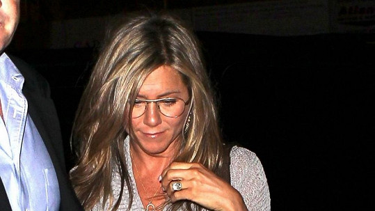 Jennifer Aniston brýle moc nesedly.