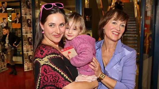 Bára Vaculíková s dcerou Coco a matkou Petrou