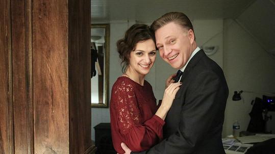 Klára Issová a Michal Dlouhý v seriálu Kapitán Exner