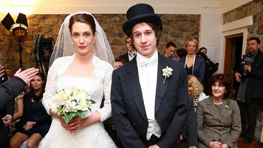 Martin Kraus a Lenka Zahradnická při seriálové svatbě