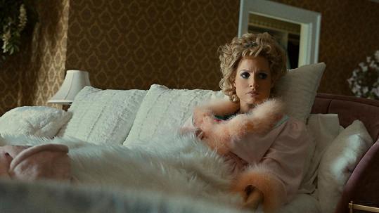 Jessica Chastain jako Tammy Faye Messner ve filmu The Eyes Of Tammy Faye