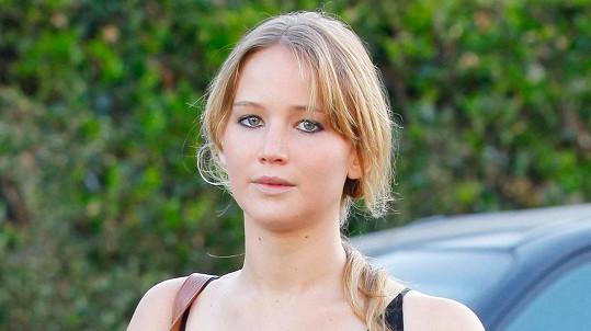 Jennifer občas příliš mluví...