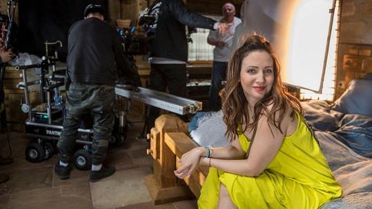 Veronika Arichteva natočila spolu se svým manželem spot pro Amazing Places