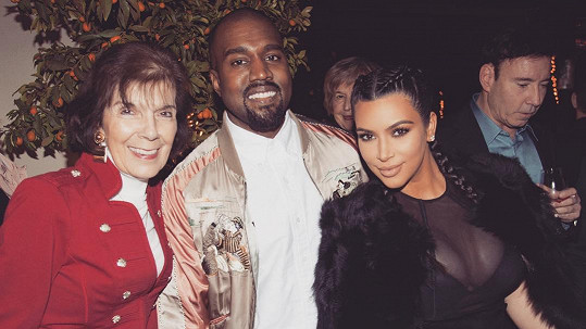Kim Kardashian s manželem a babičkou