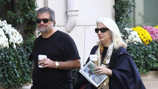 Cynthia a Joseph Germanottovi přijeli za dcerou do Paříže.