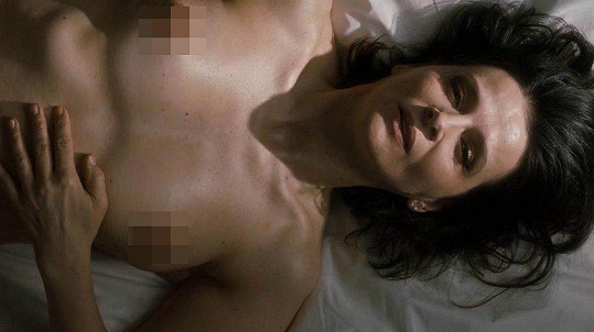 Juliette Binoche ukázala ňadra.
