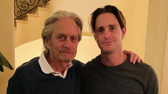 Michael Douglas se synem Cameronem