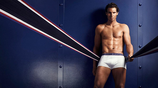 Tenista Rafael Nadal se pyšní vysportovanou sexy postavou.