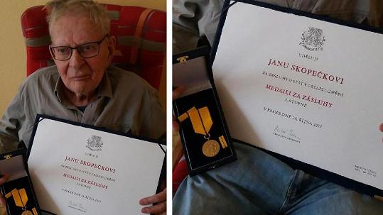 Jan Skopeček s vyznamenáním