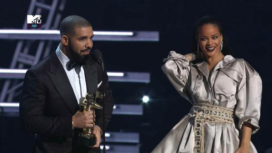 Drake se Rihanně vyznal z citů na cenách MTV...