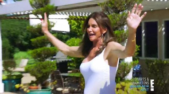 Caitlyn Jenner se šla vykoupat do bazénu.