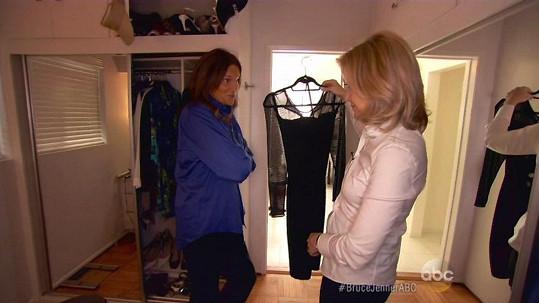 Moderátorku Diane Sawyer nechal Bruce Jenner nahlédnout do své skříně.