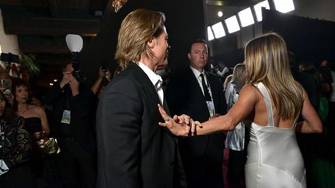 Vůbec ji nechtěl pustit: Takhle dopadlo setkání Jennifer Aniston a Brada Pitta. Fanoušcišílí!
