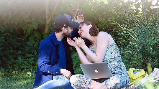 Daniel Radcliffe s partnerkou Erin Darke