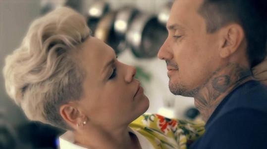 Pink s manželem Careym Hartem
